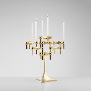 Bougeoirs STOFF dorés avec pied et bougies blanches